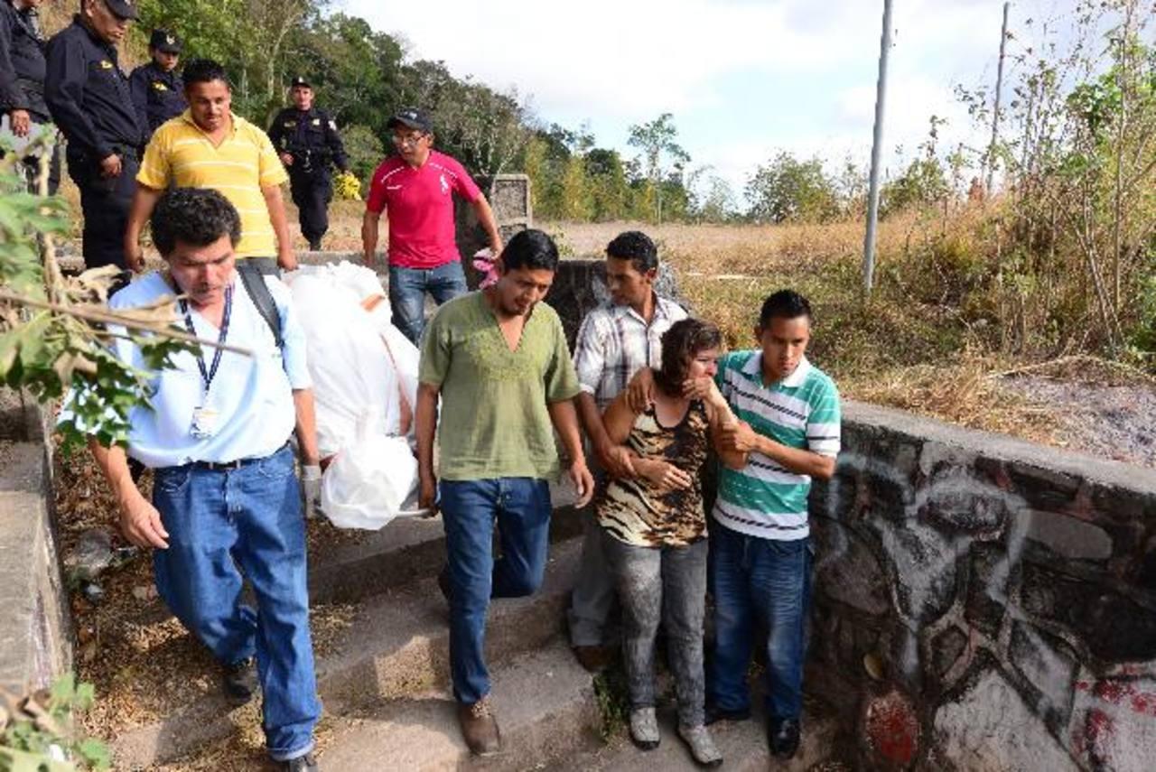 Las dos estudiantes fueron acribilladas en la calle hacia una cancha. Foto EDH / Jorge Reyes.