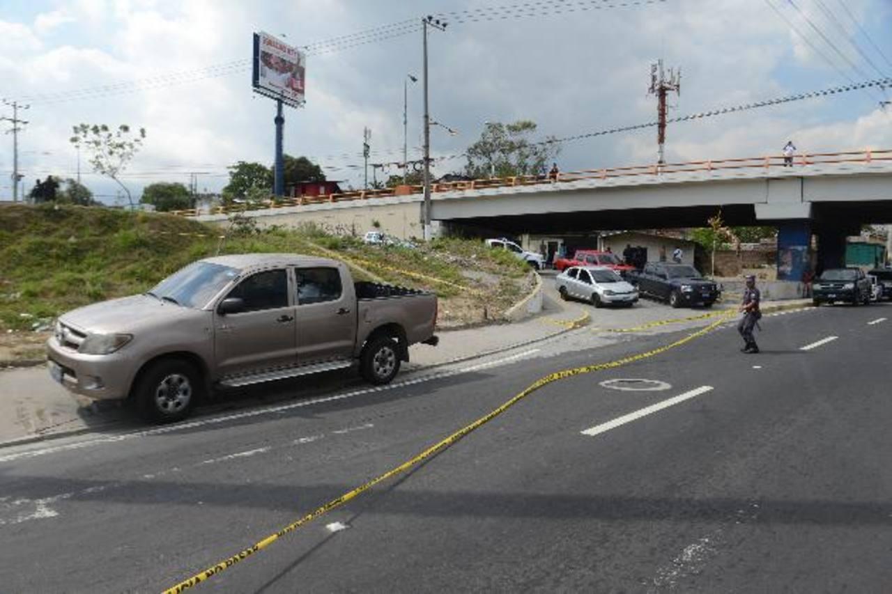 Sujetos intentaron robar el vehículo en el que se conducían investigadores policiales. Foto EDH / miguel villalta