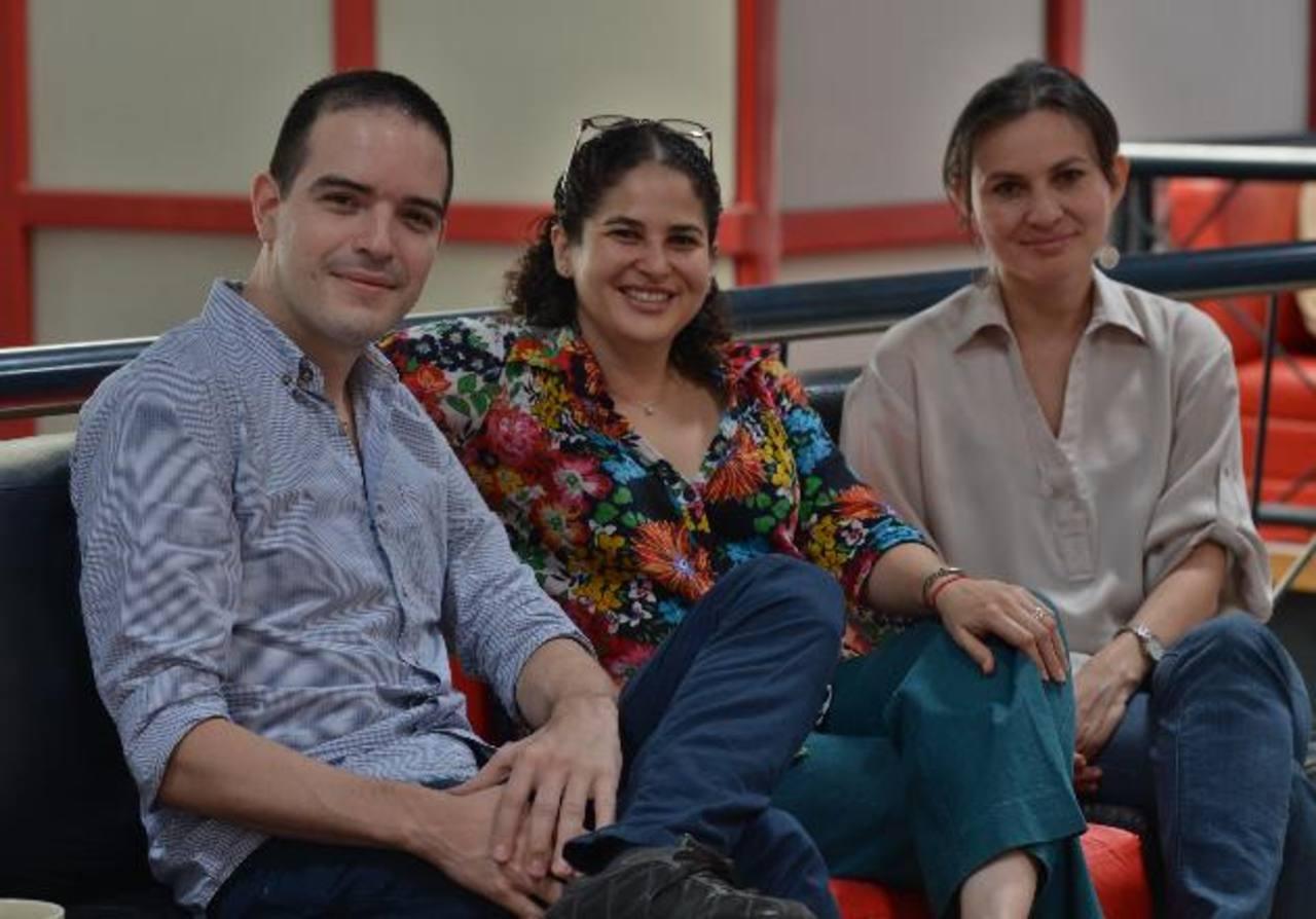 Rodrigo J. Massi , Ana Urquilla e Ivette Chacón forman parte del equipo multidiciplinarioencargado de generar nuevas investigaciones en la escuela. Foto EDH /douglas urquilla