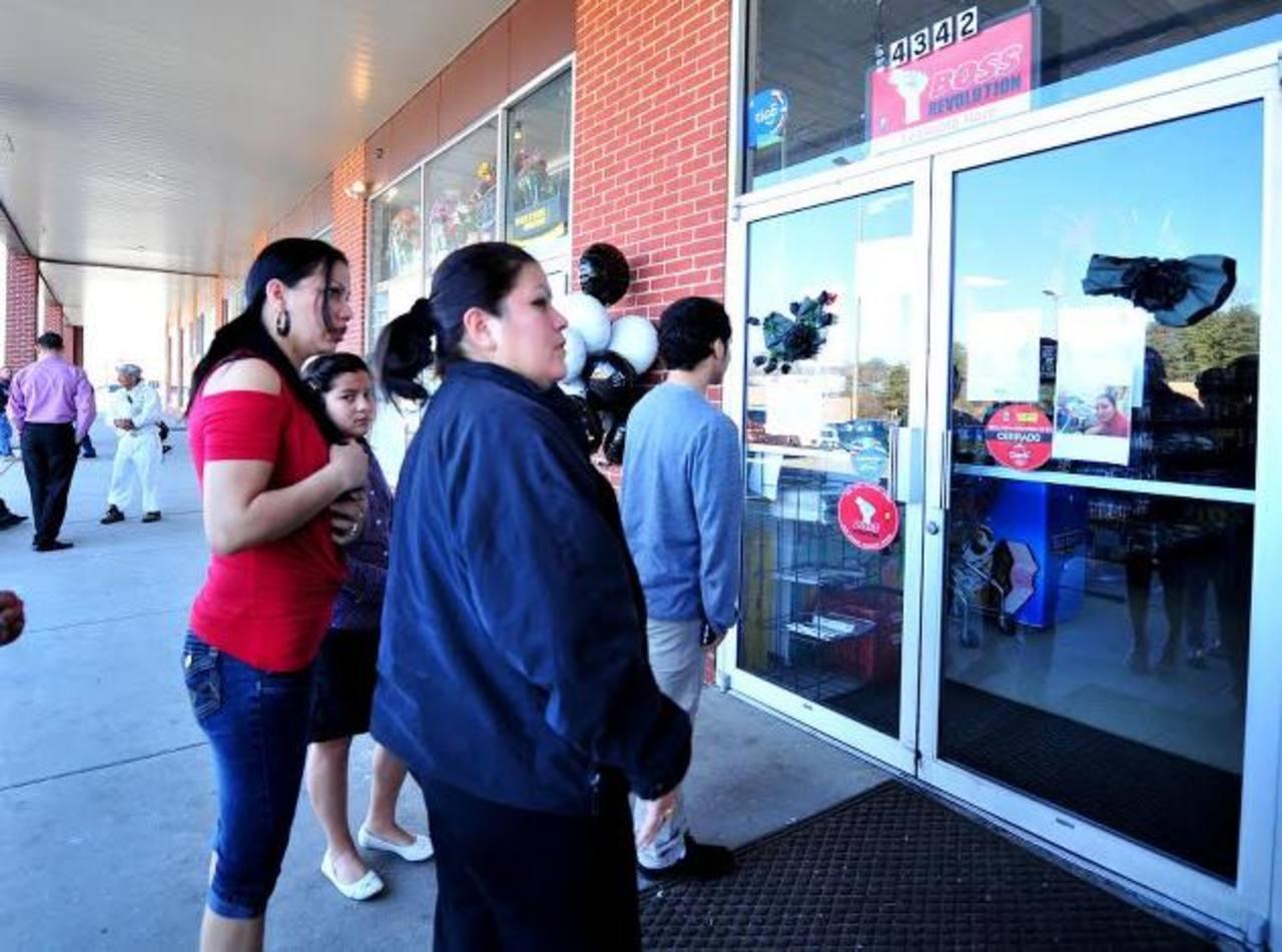 La tienda permanece cerrada hasta nuevo aviso, mientras duran las investigaciones. La Policía cuenta de momento con varias cámaras de vigilancia de la tienda donde ocurrió el ataque y del centro comercial donde está dicha tienda. Foto EDH / T. Guevar