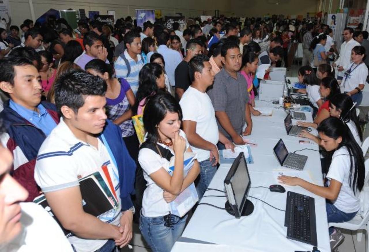 El sector juventud requiere de políticas y mayores oportunidades, según OIT. Foto EDH