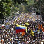 Miles de venezolanos salieron el miércoles a las calles de Caracas para expresar su descontento por la crisis económica que viven, la delincuencia y otros problemas. foto edh / archivo