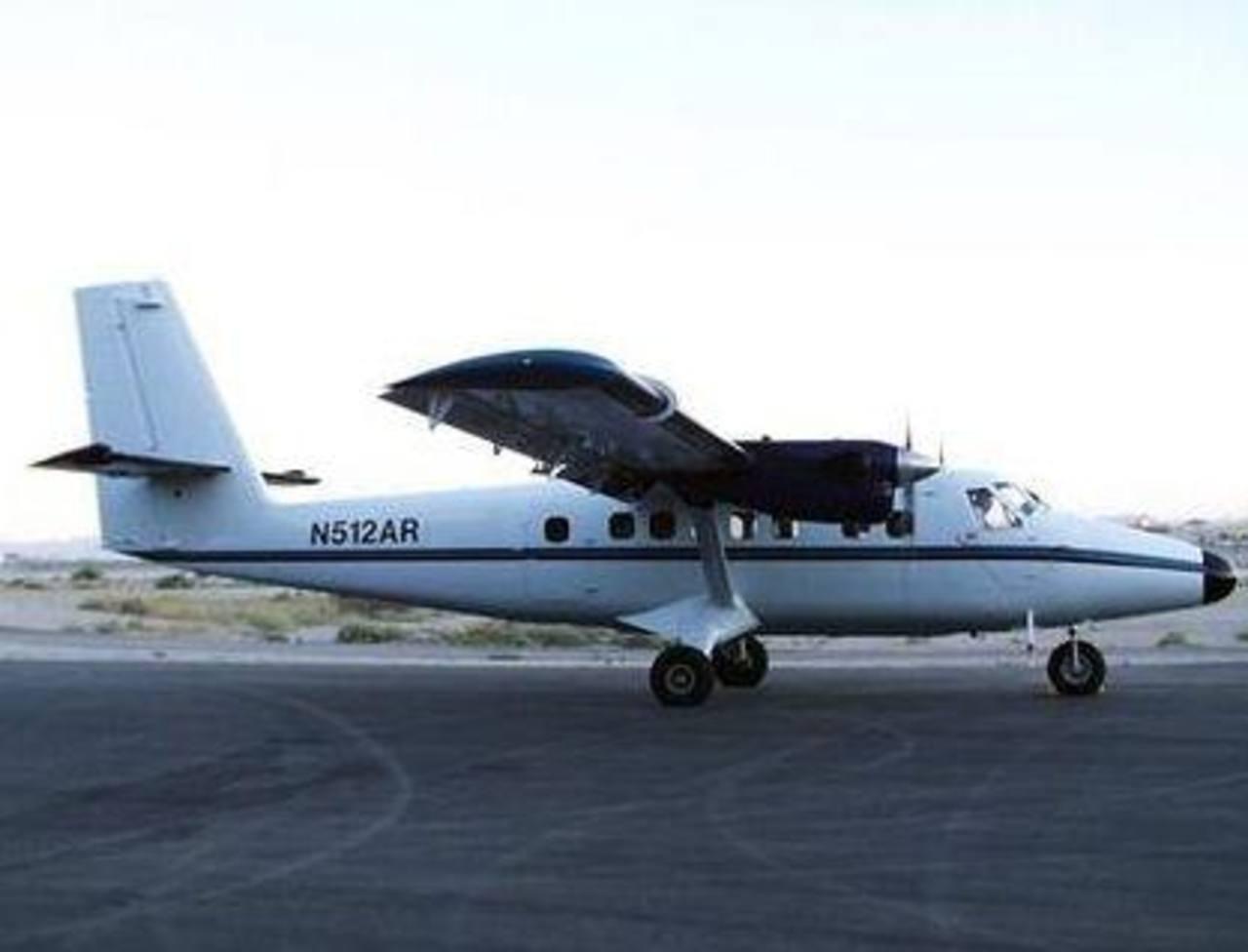 Fotografía de agosto 2007, provista por la Administración Nacional del Océano y la Atmósfera (NOAA), mostrando un avión bimotor DeHavilland DHC6 Twin Otter similar al aparato de Nepal Airlines con 18 ocupantes que desapareció el domingo. Foto/ AP
