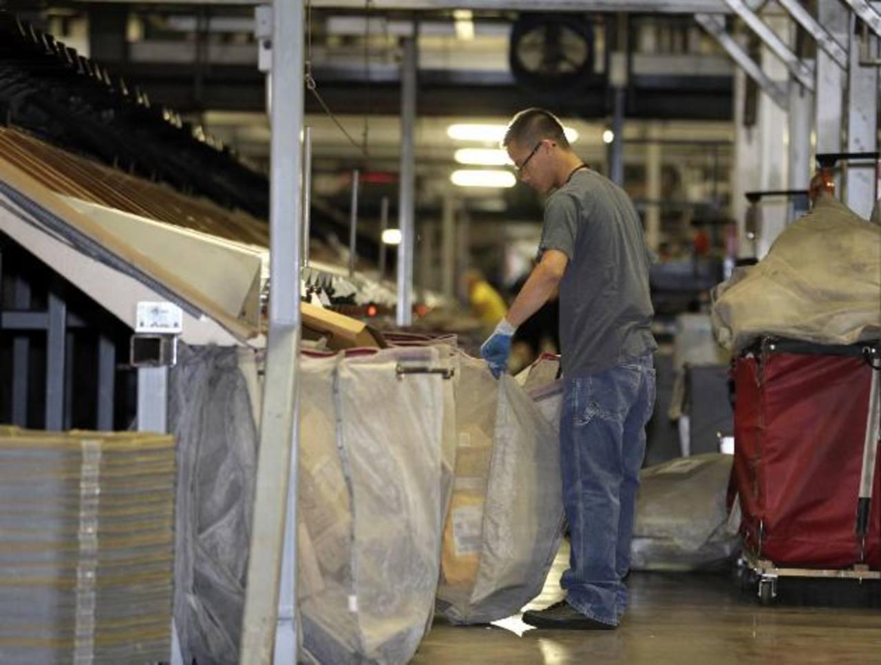 La creación de empleo se atribuye al sector privado.