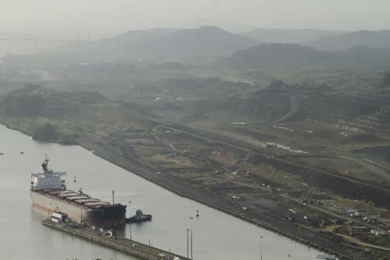 Los trabajos de ampliación del Canal de Panamá fueron paralizados este miércoles luego que no se llegara a un acuerdo con el contratista para financiar el tramo final. Foto/ AP