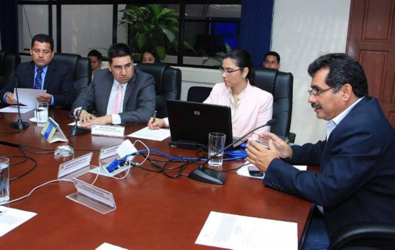 Los diputados de la comisión CEL-Enel se reunieron ayer tras varias semanas sin sesionar. Foto EDH / cortesía asamblea