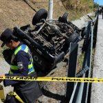 Las primeras investigaciones indican que un motociclista invadió el carril del pick-up. Foto EDH / Jaime Anaya