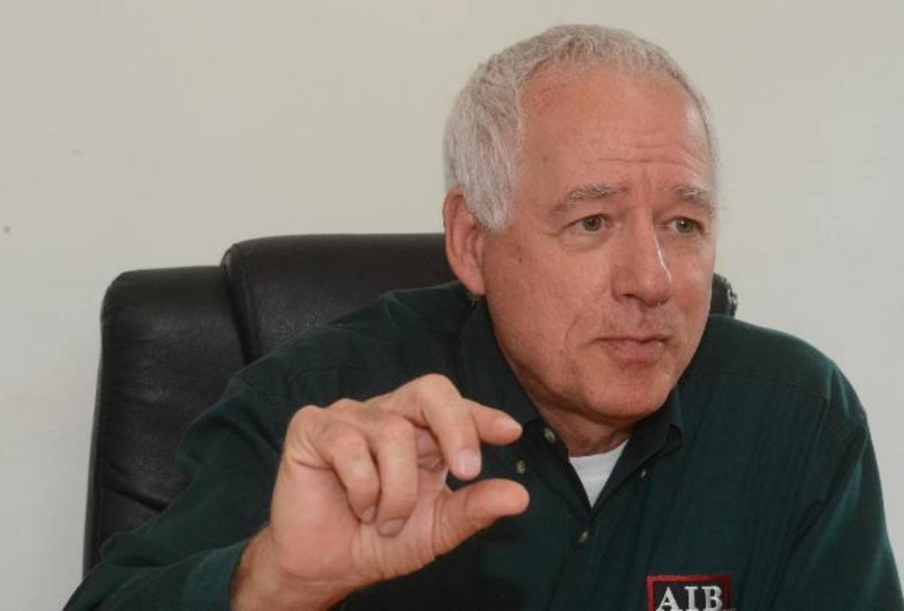 Cornelius Hugo, de AIB, considera que es necesario que se acate la ley. Foto EDH/ ERICKA CHAVEZ
