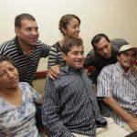 José Salvador Alvarenga, junto a sus familiares. FOTO EDH Archivo.