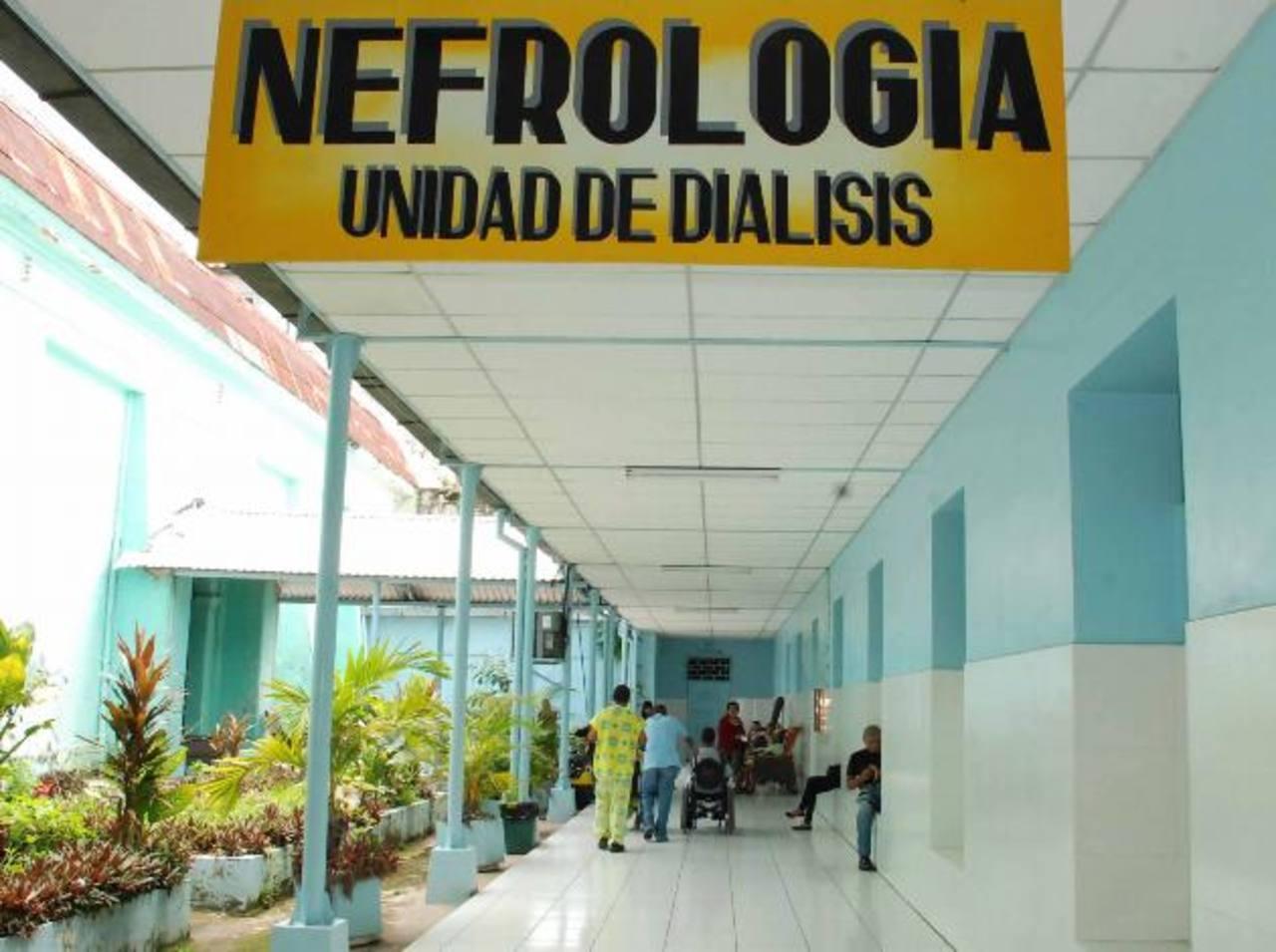 Los hechos, según la Fiscalía, ocurrieron entre diciembre 2013 y enero 2014, en los baños de la unidad de Diálisis del hospital nacional San Juan de Dios de Santa Ana. Foto EDH / Archivo