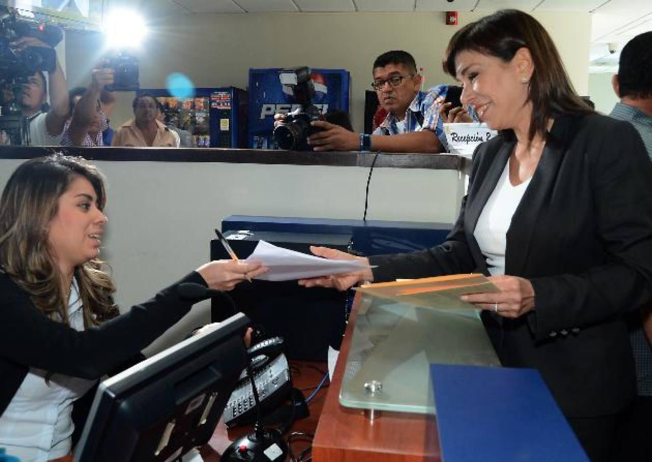 Ana Vilma de Escobar, al momento de interponer la denuncia ante la Fiscalía General de la República. EDH