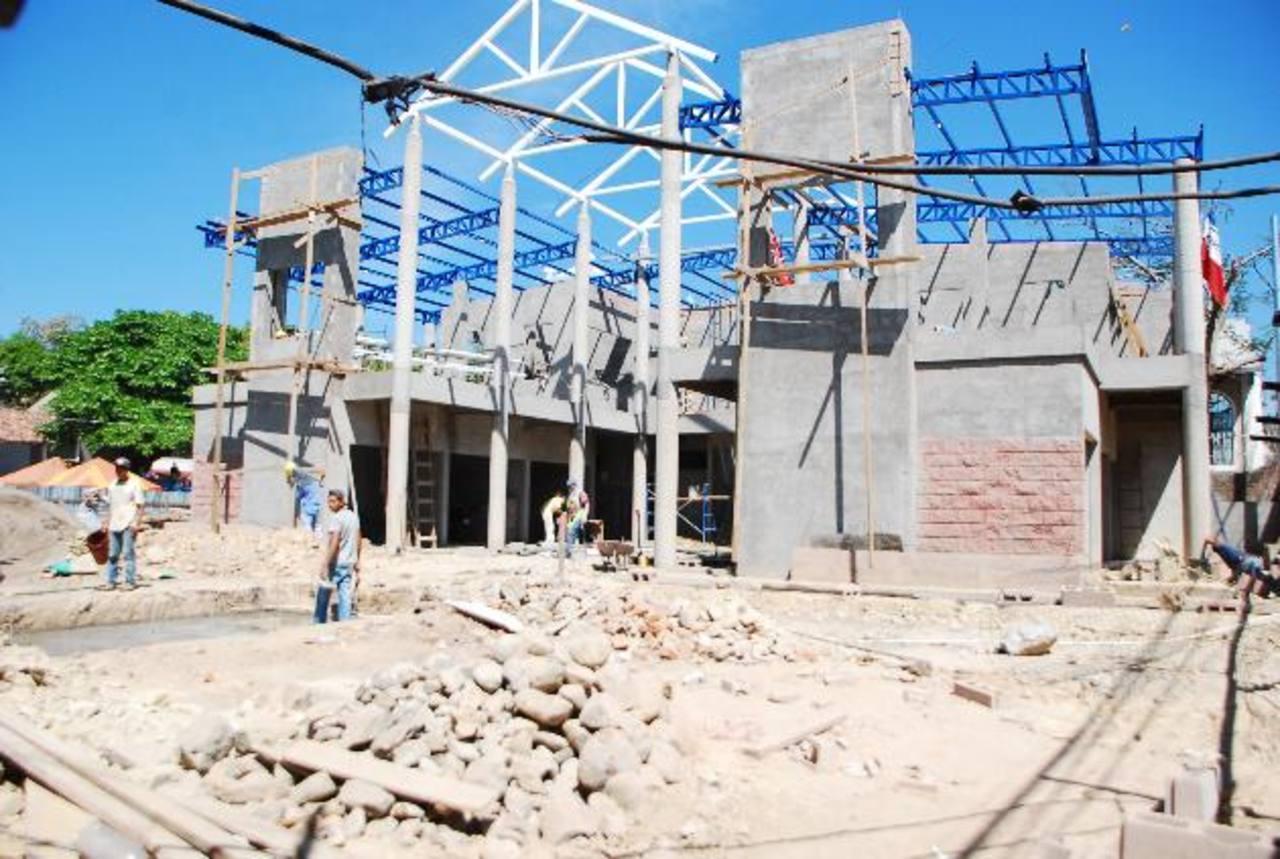 Los trabajos de construcción del mercado en Lolotiquillo se encuentran avanzados. Foto edh / JENNY VENTURA.