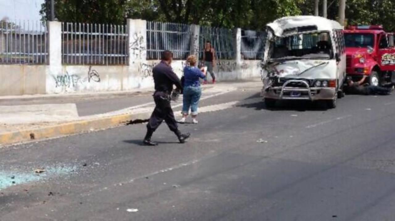 En uno de los cuatro accidentes registrados, dos unidades de transporte colectivo chocaron en Ilopango, dejando a tres personas lesionadas.