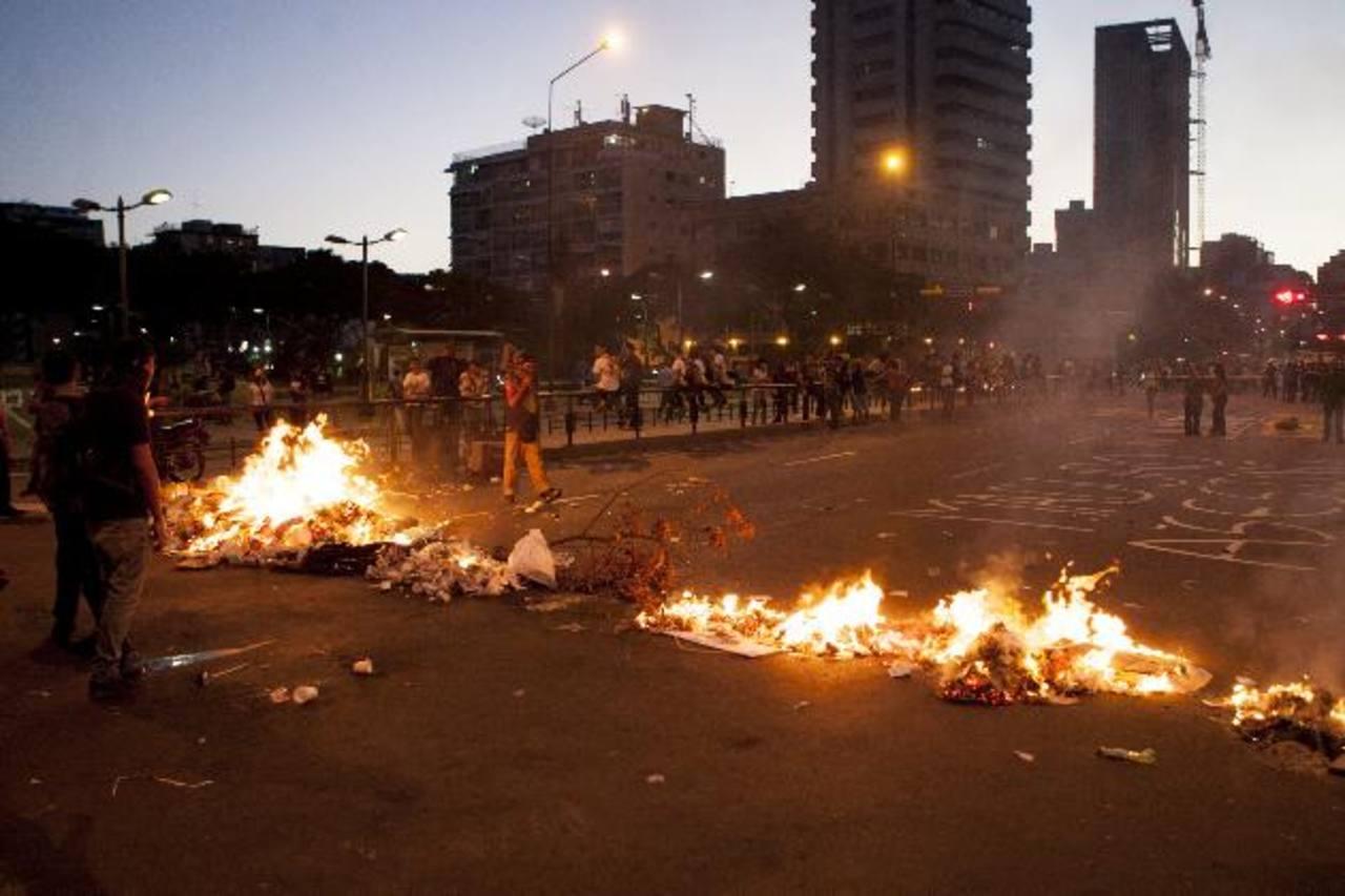 La Plaza Francia Altamira, en Caracas, considerada el epicentro de las protestas, fue escenario de nuevos disturbios ayer. Foto EDH / Reuters