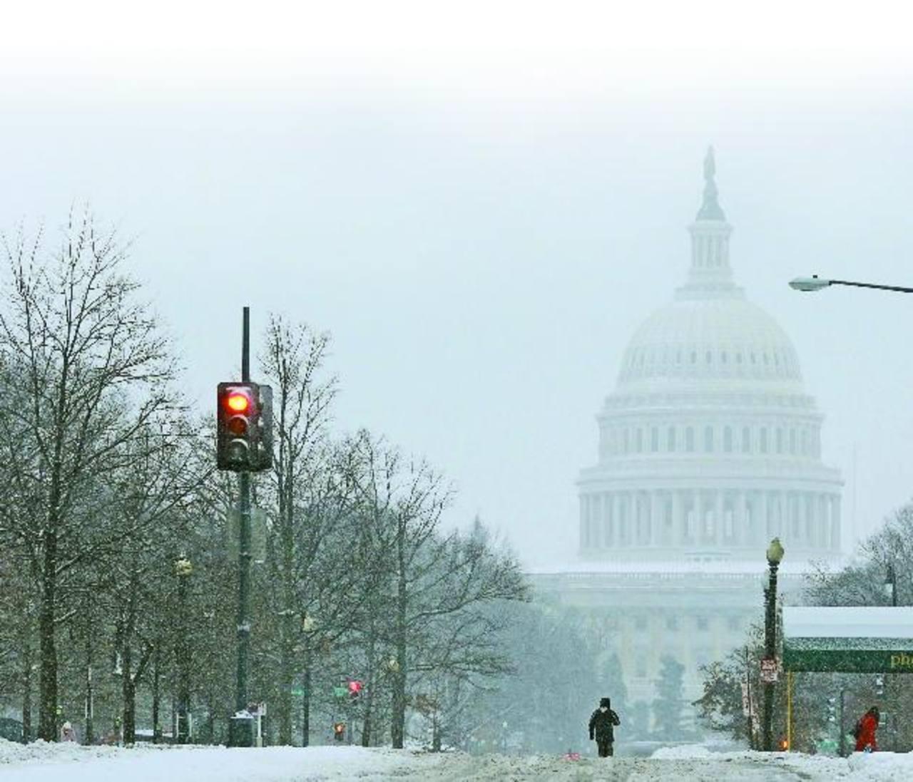 Pax, la severa tormenta de nieve, ha obligado al cierre de colegios y oficinas, la cancelación de vuelos y las actividades incluso en la Casa Blanca. foto edh / reuters