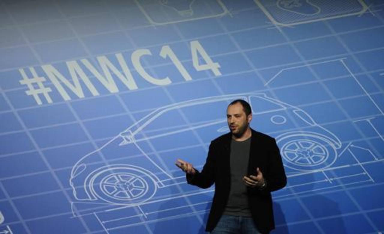 El cofundador y director de WhatsApp, Jan Koum, en su conferencia durante el Congreso Mundial Móvil de Barcelona este lunes. Foto AP