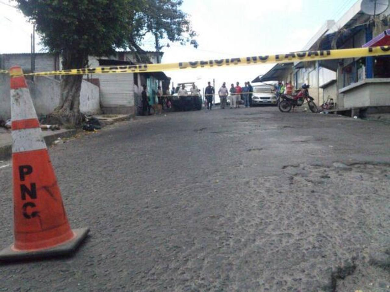 Dos hombres fueron asesinados en el centro de Mejicanos. Foto: Ángela Castro