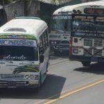 El transporte público, incluidos los taxis, es el que más infringe la ley al polarizar las unidades. Foto EDh /Ericka Chávez