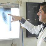El doctor Carlos Criollo dijo que Yolanda Henríquez presenta lesiones en la espalda, cráneo y rostro. Foto EDH / Douglas Urquilla