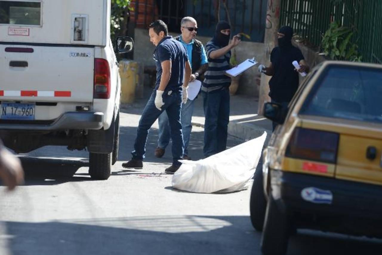En Cuscatancingo mataron ayer a una persona que trabajaba en una empresa de bebidas. Foto EDH / Mauricio Cáceres