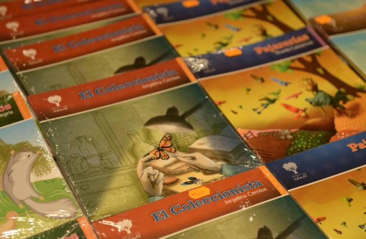 La nueva colección de la DPI está constituida por cuatro volúmenes. Foto/ René Estrada