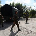 Los soldados apoyaron en dar seguridad en los alrededores de los centros de votación y el traslado de las actas. foto edh /