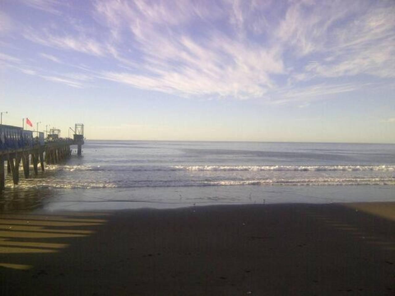 Así amaneció el ambiente en el Puerto de La Libertad. Foto cortesía @JGarcia2710