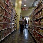 La inflación de Venezuela ha superado el 50 %, por lo que el bolívar pierde valor cada vez más y limita el poder de compra de los venezolanos. Foto EDH / archivo