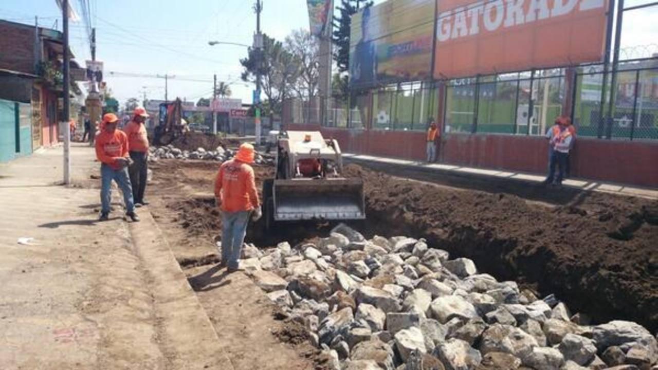 Los trabajos del Fovial en el tramo de Santa Tecla hacia San Salvador iniciaron el lunes sin previo aviso.