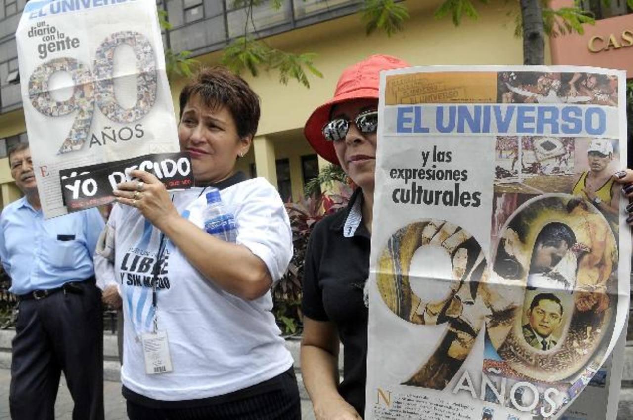 El presidente Rafael Correa ya había demandado al diario El Universo, en 2011, por una columna que consideraba injuriosa. Los partidarios del periódico rechazaron la medida y protestaron ante los tribunales. foto edh / archivo