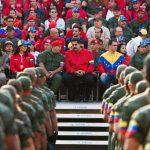 El gobernante venezolano, Nicolás Maduro (c), y el vicepresidente Jorge Arreza (3d), participan en un homenaje al fallecido exgobernante Chávez (1999-2013). foto edh / efe