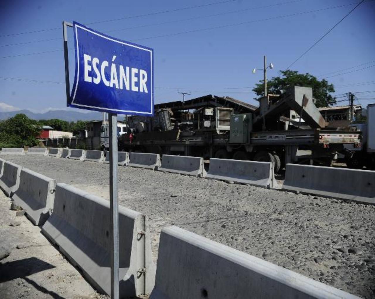 En las fronteras del país persisten las fallas en los sistemas informáticos, según denuncias de exportadores. EDH / rené quintanilla