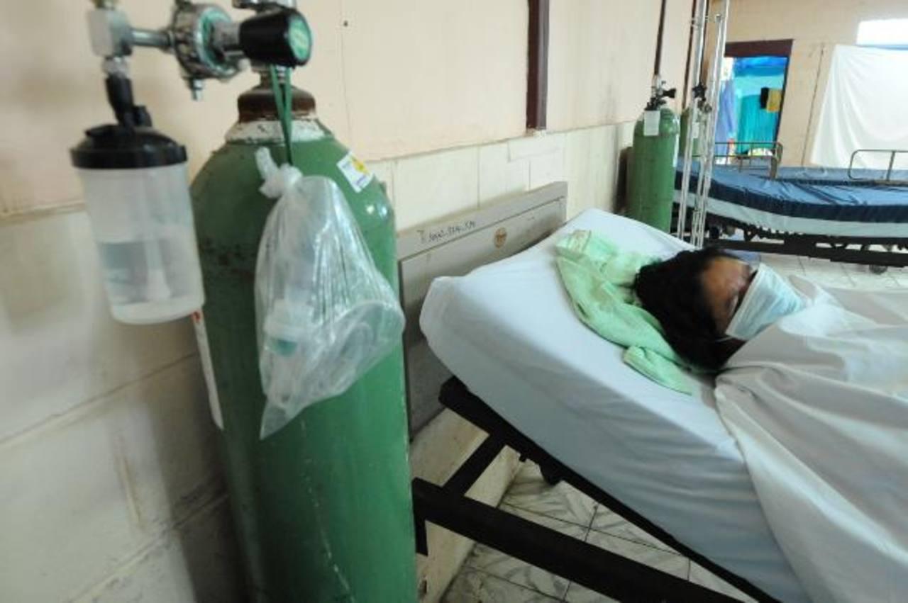 Un mujer permanece ingresada en el hospital Saldaña con una enfermedad respiratoria. Foto EDH