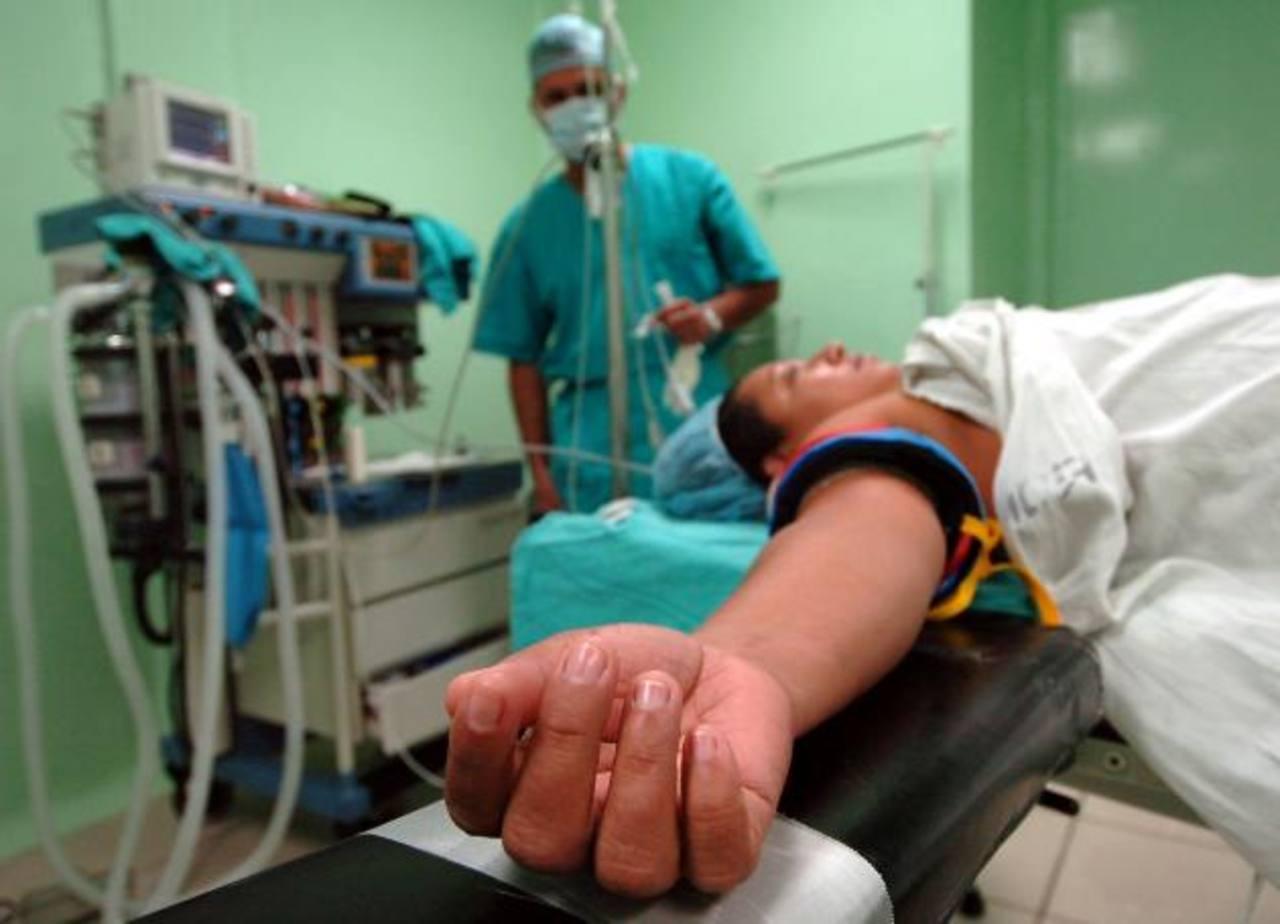 Una derechohabiente en los quirófanos del Policlínico Roma, del Instituto Salvadoreño del Seguro Social (ISSS). Foto EDH