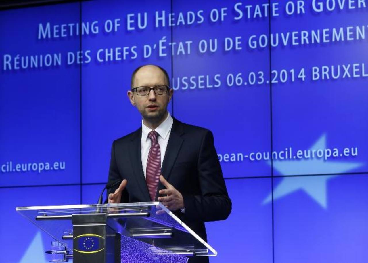 El primer ministro de Ucrania, Arseny Yatsenyuk, anunció hoy ante la Unión Europea su anexión a Rusia.