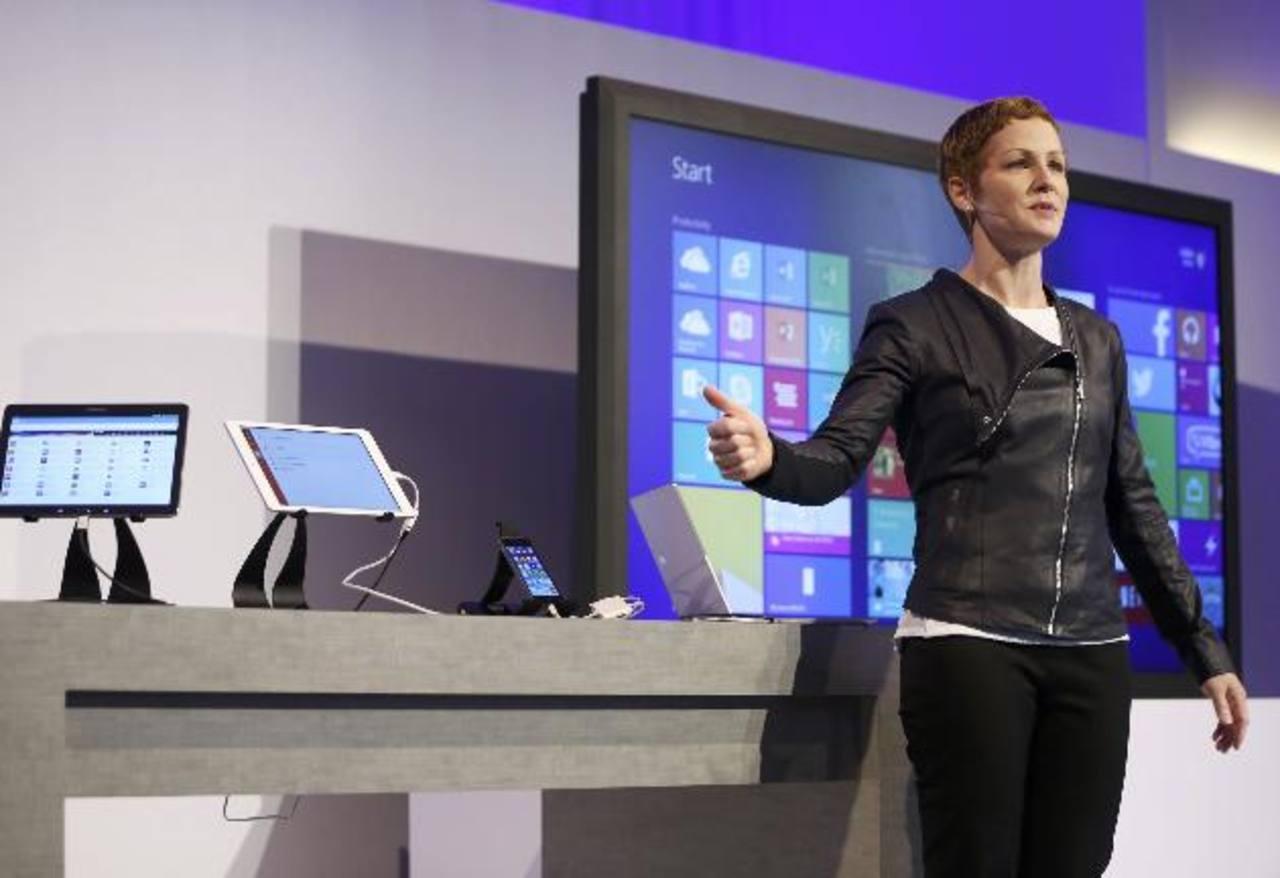 La gerente general de Microsoft Office, Julia White, en la presentación del Office para iPad.