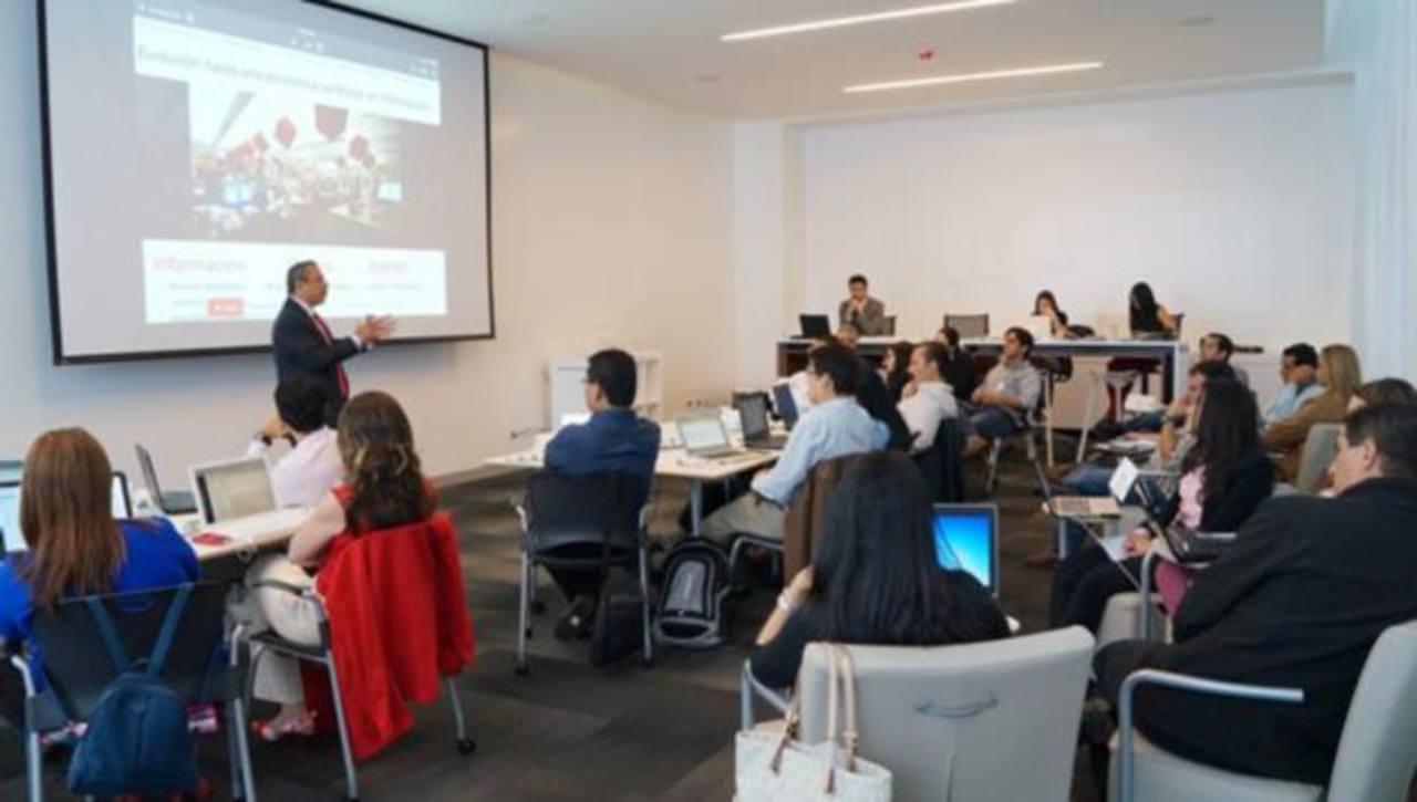 La formación para gerentes en el Incae tiene un programa integral que aborda temáticas como: marca digital, Community Management, diseño web, e-commerce, y mobile marketing, entre otros.