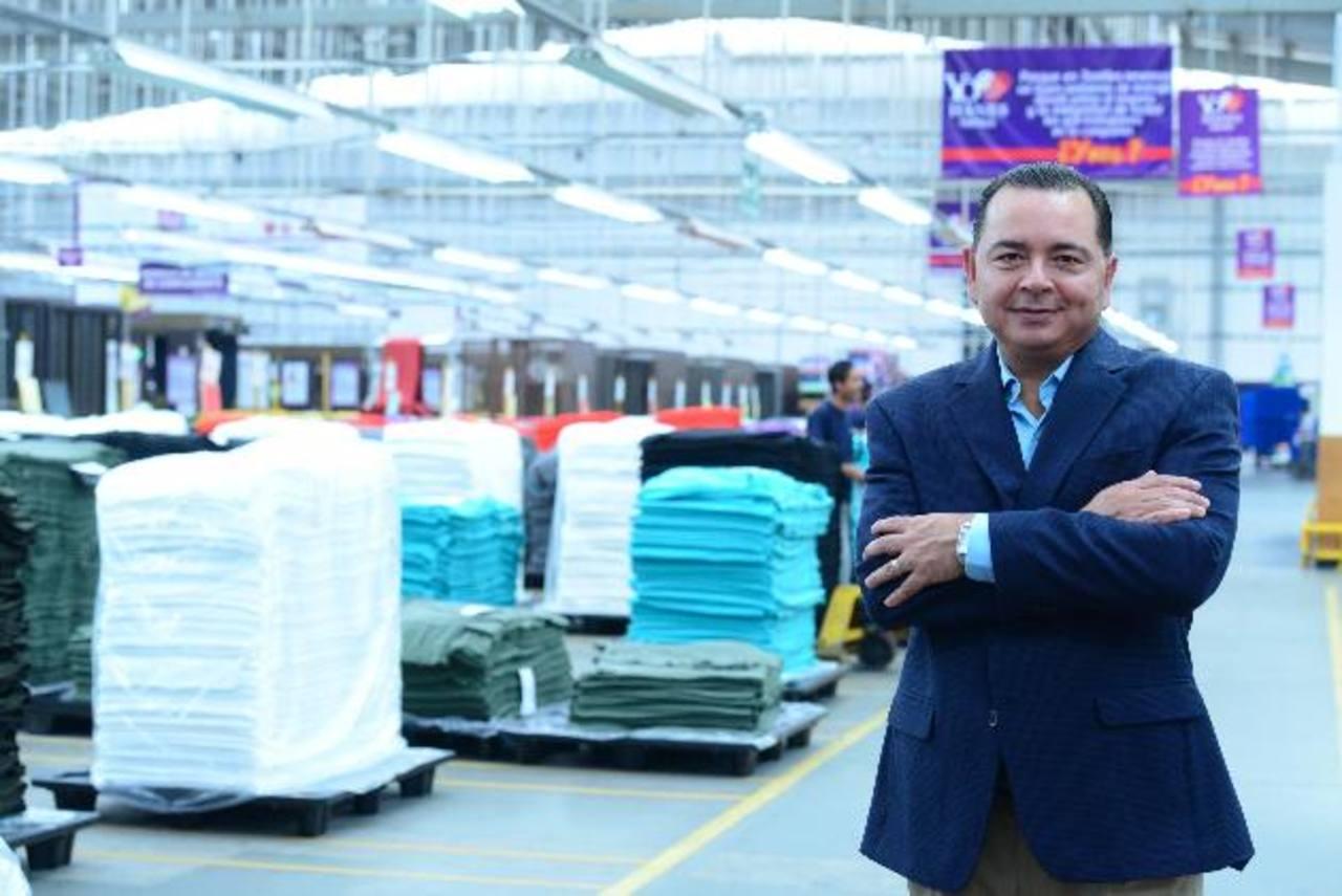 René Villarreal, director de operaciones de HanesBrands Inc., para Centroamérica. La compañía opera seis plantas en El Salvador y ampliará la de confección de sostenes.