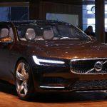 """Volvo, que fue comprada por Zhejiang Geely Holding Group Co a la estadounidense Ford Motor Co en el 2010, mantuvo su pronóstico de mantener números azules este año y un incremento en las ventas de """"un buen"""" 5 por ciento desde los 427,840 autos vendid"""