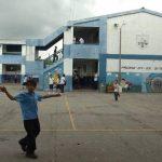 Solo en el año 2010, la deserción escolar sumó el retiro de 200 alumnos del centro educativo de la colonia Las Cañas, según autoridades del referido centro escolar. Foto EDH / Archivo