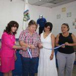 Con el corte de la cinta, autoridades municipales iniciaron con las capacitaciones en el idioma inglés. foto edh / CORTESÍA