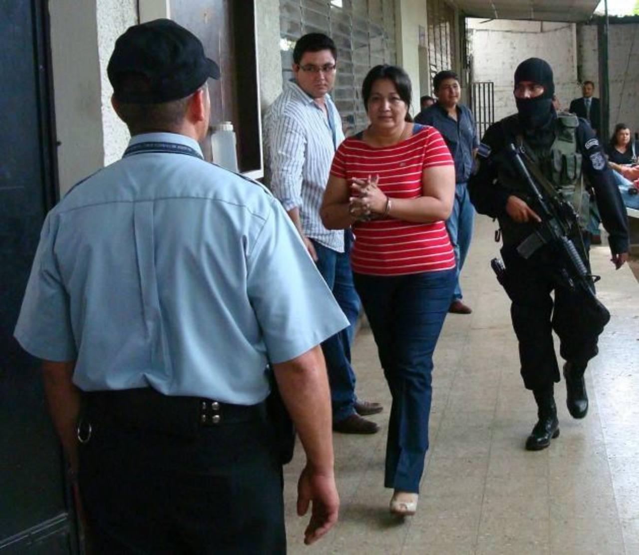 La exgerente de un banco de San Miguel Mirna del Carmen Gómez Flores fue detenida en 2010. Foto EDH / Archivo