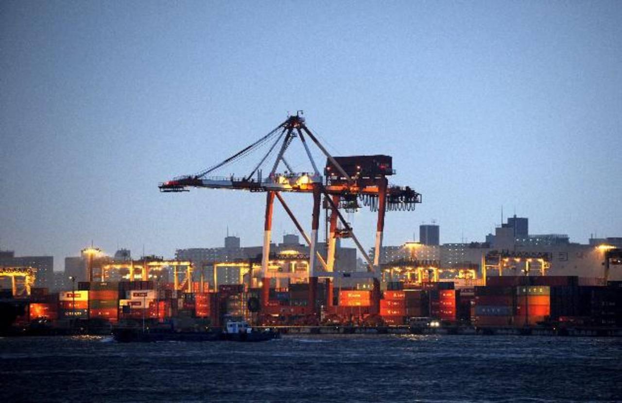 El Gobierno chino podría acelerar el gasto fiscal para respaldar algunos proyectos de inversión. foto edh / archivo