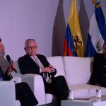 El exministro de Cultura de Colombia, Luis Mejía Arango, junto al director del Marte, Roberto Galicia, y el curador de la muestra, Alberto Sierra.
