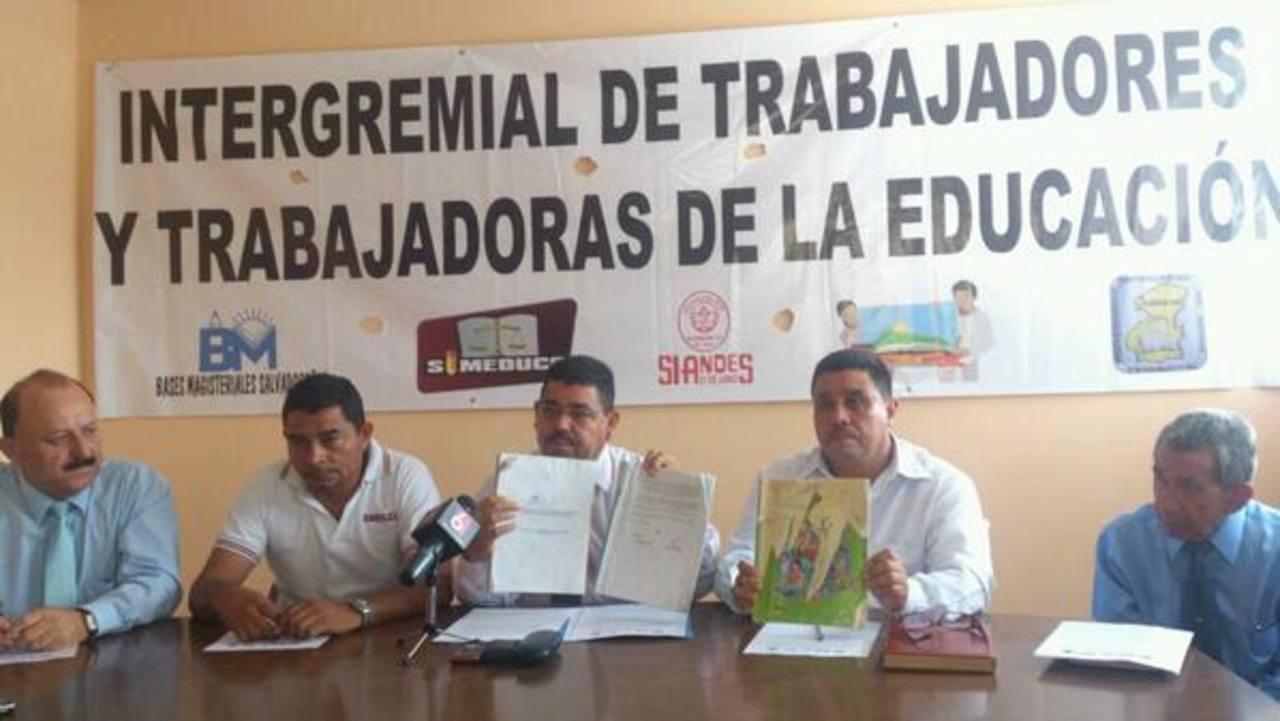 Gremiales de maestros brindaron una conferencia de prensa para denunciar una serie de problemas que aseguran enfrentan las escuelas públicas. Foto vía Twitter Susana Joma