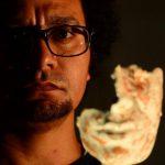 Antonio Romero hace metáforas del cuerpo en Embajada de México
