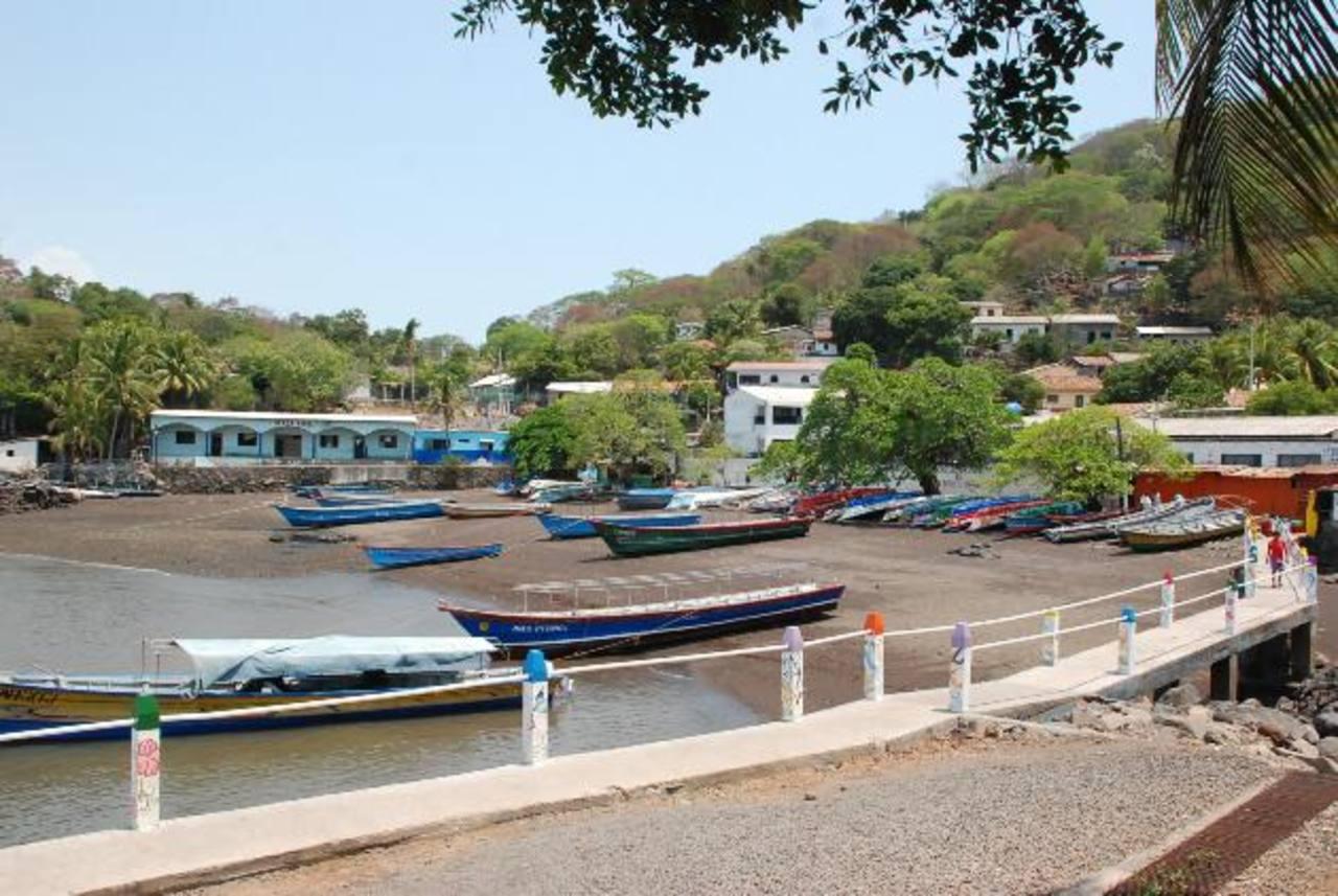 Los lugareños de la isla lamentan que ya transcurrieron varias semanas desde que se anunció el servicio, pero todavía no lo tienen. foto edh / Insy Mendoza