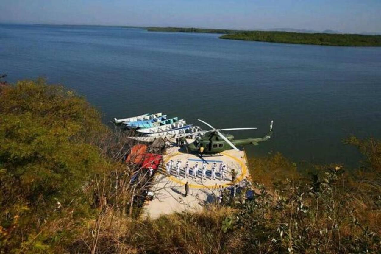 Presidente hondureño inaugura helipuerto en la Isla Conejo