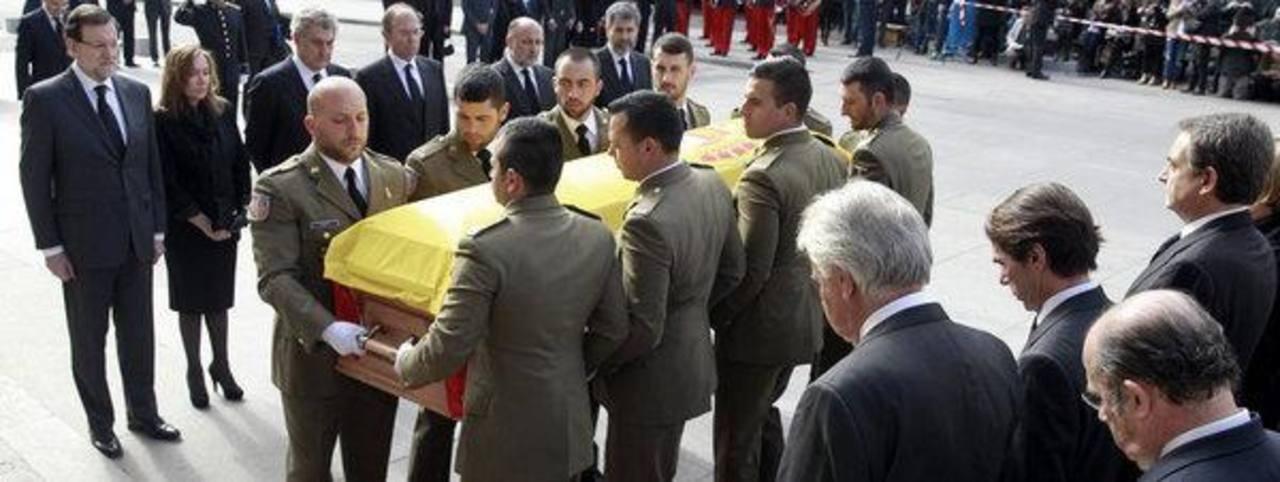 El cortejo fúnebre con el féretro de Adolfo Suárez al llegar al Congreso de los Diputados. Foto EFE