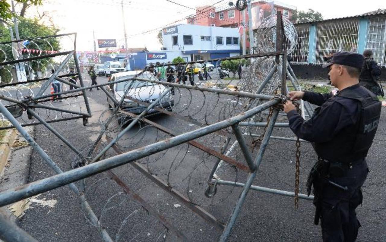 El accidente ocurrió en la Escalón, La Policía explicó que se trató de una distracción al volante. Foto EDH / Claudia Castillo